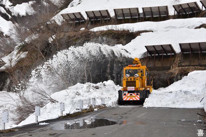 田子倉ダム除雪中